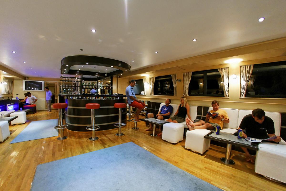 Luxus-Tauchsafaris im Roten Meer mit der M/Y Seven7Seas - WIRODIVE ...